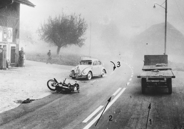 Accident de motocycle dû au brouillard en 1959