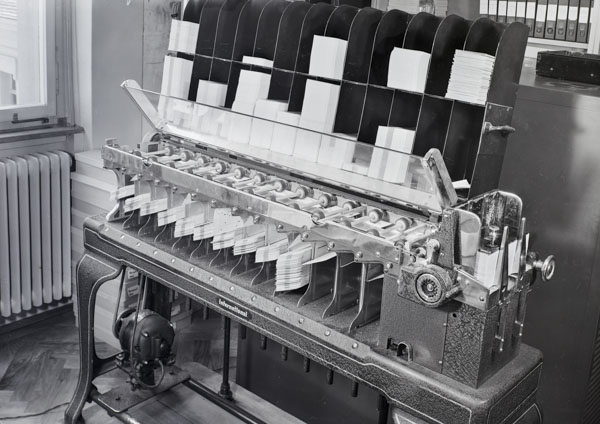 Machine à cartes perforées Hollerith de 1950